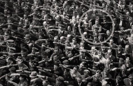 August Landmesser: l'homme qui refusa de faire le salut nazi!