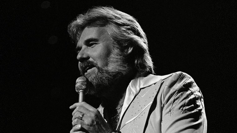 Kenny Rogers Just dropped in